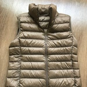 UNIQLO ultra light down vest XS